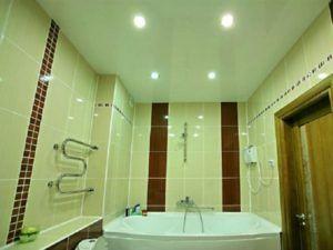 натяжной потолок в ванну